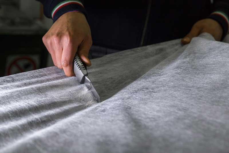 taglio tessuto non tessuto